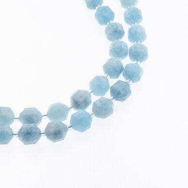 Akvamarinas, natūralus, dažytas, briaunuotas, rankiniu būdu apipjaustyta volelio forma, šviesiai mėlyna spalva, 37-39 cm/gija, apie 10 mm