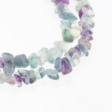 Fluoritas, natūralus, C kokybė, skaldos forma, žaliai violetinė spalva, 80-83 cm/gija, apie 5-8 mm