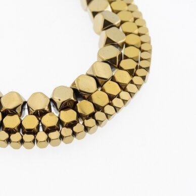 Hematitas, regeneruotas, apipjaustyto kubo forma, tamsaus aukso spalva, 39-40 cm/gija, 1.5x1.5 mm