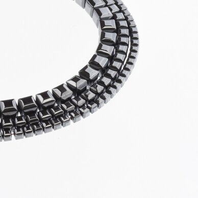 Hematitas, regeneruotas, briaunuotas, kubo forma, juoda spalva, 39-40 cm/gija, 2, 3, 4, 6 mm