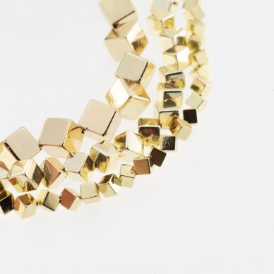 Hematitas, regeneruotas, galvanizuotas, įstrižai gręžto kubo forma, extra šviesaus aukso spalva, 39-40 cm/gija, 4 mm