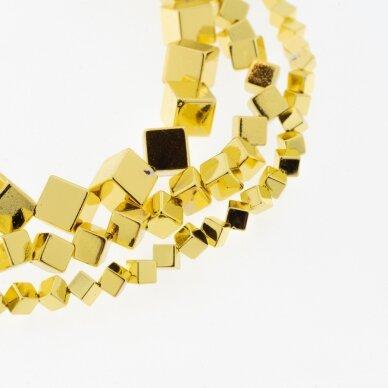 Hematitas, regeneruotas, galvanizuotas, įstrižai gręžto kubo forma, geltonojo aukso spalva, 39-40 cm/gija, 4 mm