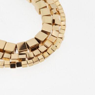 Hematitas, regeneruotas, galvanizuotas, kubo forma, aukso spalva, 39-40 cm/gija, 1 mm