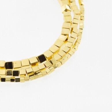 Hematitas, regeneruotas, galvanizuotas, kubo forma, geltonojo aukso spalva, 39-40 cm/gija, 1 mm