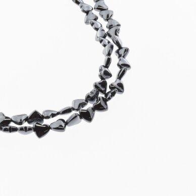 Hematitas, regeneruotas, išgaubta širdelės forma, horizontalus gręžimas, juoda spalva, 39-40 cm/gija, 6 mm
