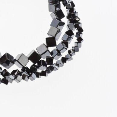 Hematitas, regeneruotas, įstrižai gręžto kubo forma, juoda spalva, 39-40 cm/gija, 4, 6, 8 mm