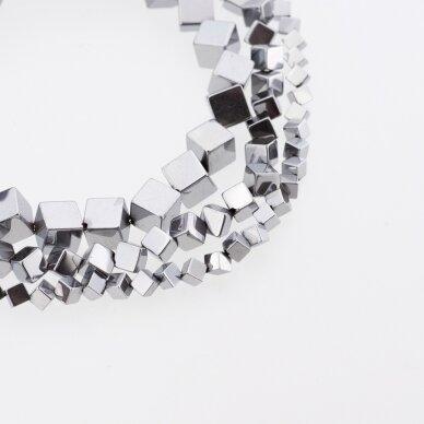 Hematitas, regeneruotas, įstrižai gręžto kubo forma, nikelio spalva, 39-40 cm/gija, 4, 6, 8 mm