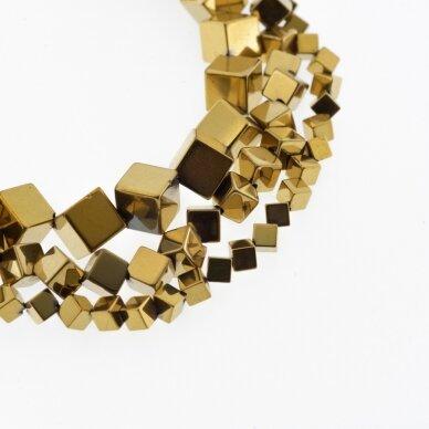 Hematitas, regeneruotas, įstrižai gręžto kubo forma, tamsaus aukso spalva, 39-40 cm/gija, 4 mm