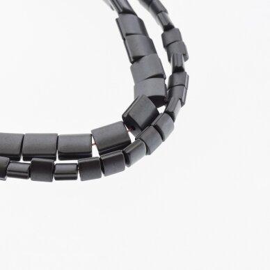 Hematitas, regeneruotas, matinis, išgaubto kvadrato forma, šoniniai išėmimai, juoda spalva, 39-40 cm/gija, 5, 7, 9 mm
