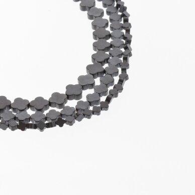 Hematitas, regeneruotas, matinis, plokščio dobilo forma, juoda spalva, 39-40 cm/gija, 4x4, 6x6, 8x8 mm