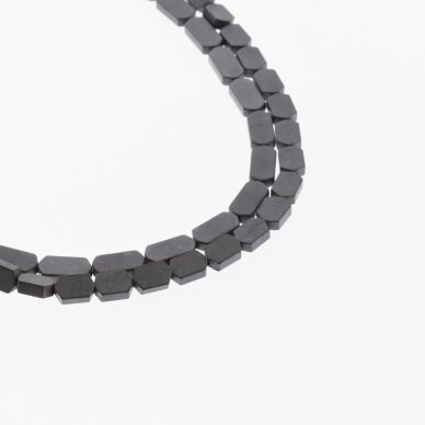 Hematitas, regeneruotas, matinis, plokščio šešiakampio forma, juoda spalva, 39-40 cm/gija, 3x5, 4x4, 4x6, 4x8 mm 2