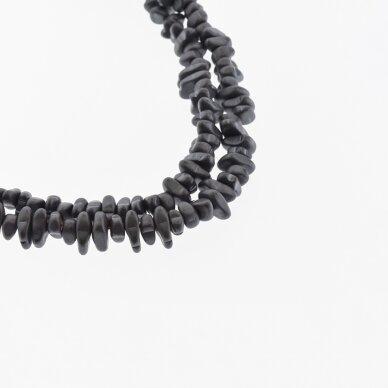 Hematitas, regeneruotas, matinis, skaldos forma, juoda spalva, 39-40 cm/gija, apie 5-8, 8-12 mm