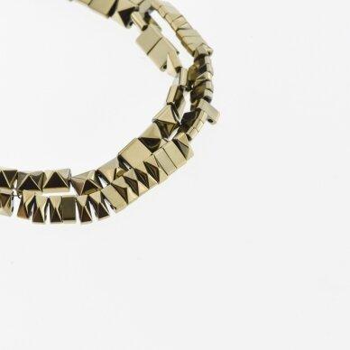 Hematitas, regeneruotas, piramidės forma, dvi skylutės, Chaki aukso spalva, 39-40 cm/gija, 6x3, 6x6 mm