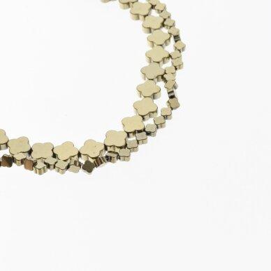 Hematitas, regeneruotas, plokščio dobilo forma, Chaki aukso spalva, 39-40 cm/gija, 4x4, 6x6, 8x8 mm