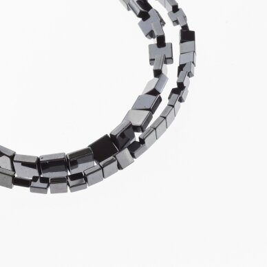 Hematitas, regeneruotas, plokščio kvadrato forma, juoda spalva, 39-40 cm/gija, 4, 6 mm