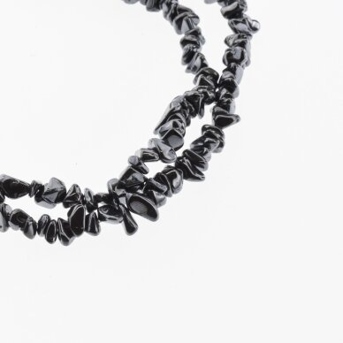 Hematitas, regeneruotas, skaldos forma, juoda spalva, 39-40 cm/gija, apie 5-8, 8-12 mm