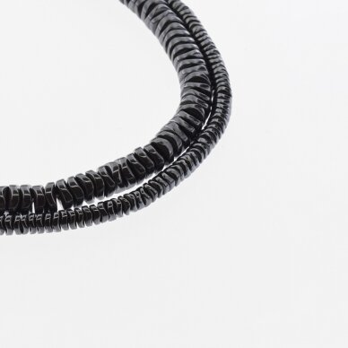 Hematitas, regeneruotas, sulenkto apskritimo rondelės forma, juoda spalva, 39-40 cm/gija, 4x1, 6x1 mm