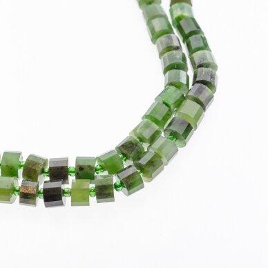 Kanados žadeitas, natūralus, C kokybė, briaunuotas, rankiniu būdu apipjaustyta heishi rondelės forma, tamsiai žalia spalva, 37-39 cm/gija, apie 8x5 mm