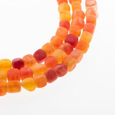 Kraklē agatas, natūralus, dažytas, matinis, kubo forma, oranžinė spalva, 37-39 cm/gija, 8 mm