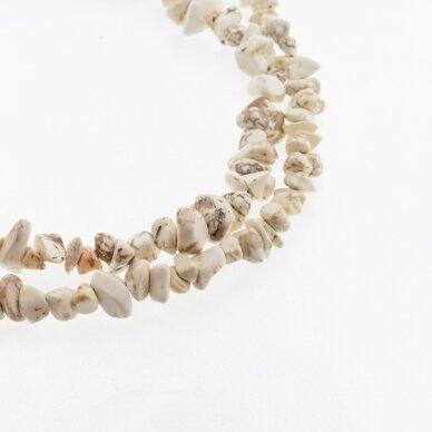 Magnezitas, natūralus, B kokybė, skaldos forma, smėlio spalva, 80-83 cm/gija, apie 5-8 mm