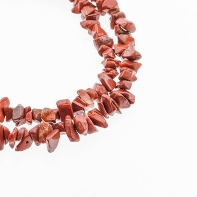 Raudonas jaspis, natūralus, B kokybė, skaldos forma, 80-83 cm/gija, apie 5-8 mm